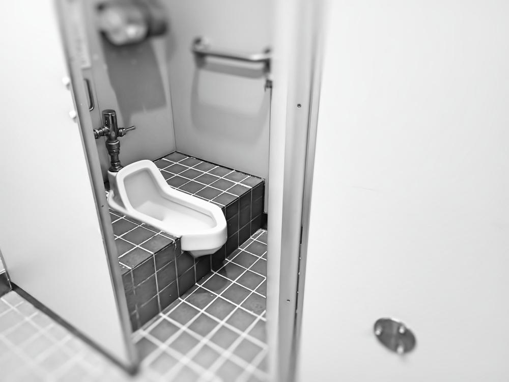 和式トイレの水漏れやつまりのリスクについて